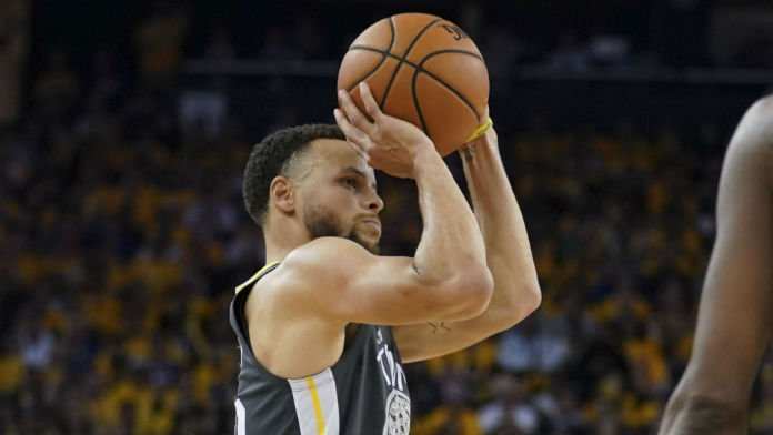 Curry's Nasty Finger Injury Doesn't Shake Up Warriors Odds