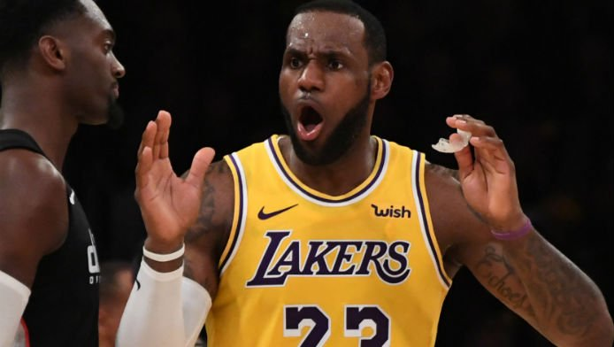 Latest Kawhi Rumors Make Lakers' Title Odds Near-Even Money