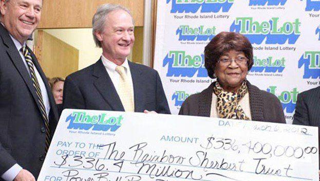 Skulle köpa efterrätt, vann 2,3 miljarder på Lotto